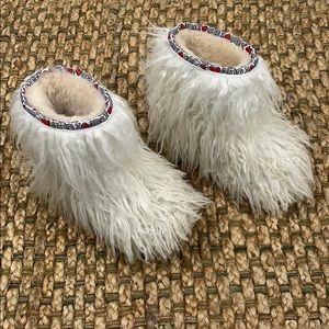 UGG • Girls Shaggy Sheepskin Boots Sz 12